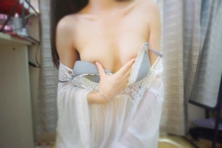 极品美女性感人体图片 99年水嫩漂亮的大学美女艺术照