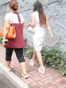 [户外街拍] 2013.09.08 白裙白超高凉托妇人