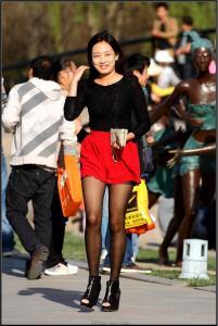 [户外街拍] 2013.09.12 超靓的韩国黑丝女孩 美姬