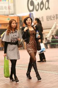 [户外街拍] 2013.09.10 豹纹小虎皮裙看看就行