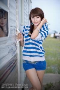 [网络收集] 2013.08.04 韩国车模李智友  兰白条衫
