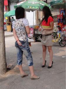 [户外街拍] 2013.09.16 短裙美腿黑色高跟